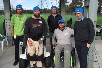 Gute Laune vor dem Abschlag: australisches Behinderten-Golfer mit ihrem Team-Captain und Spiritus Rector James Gribble (2.v.r.) Foto: oh